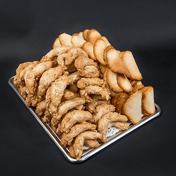 Tuiles aux amandes & Croissants aux pignons - Maison Daniel